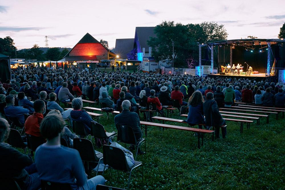 Blick auf die Bühne am Donnerstag Abend
